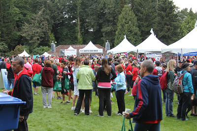Several thousand walkers and runners were patronizing all the vendors a half-hour before the run/walk.