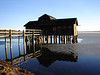 März 05: Hütte neben Schreyegg in Stegen, Ammersee noch zugefroren