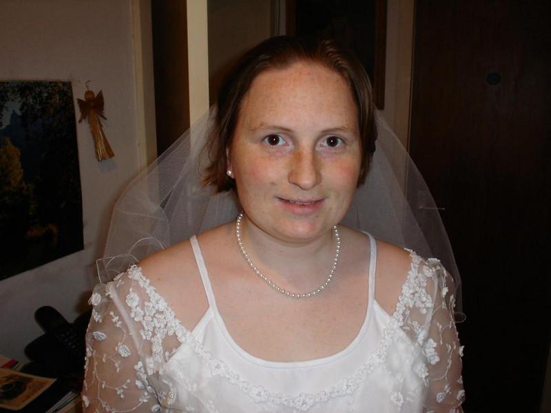 Die Braut bei der letzten Anprobe