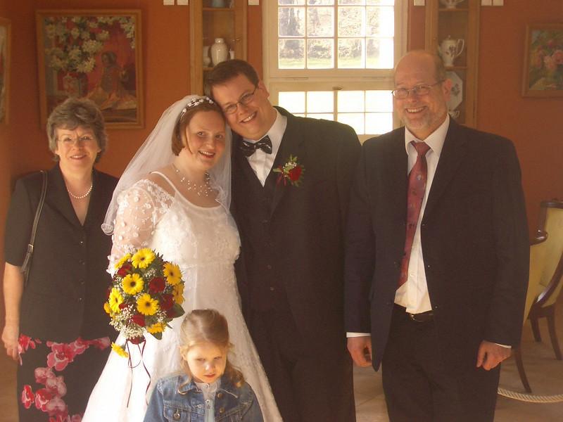 Brautpaar mit Bräutigam-Eltern