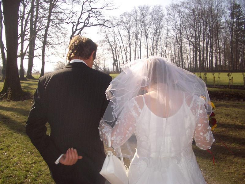 Vater mit Braut von hinten