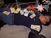 Marco liegt bequem unter dem Geldsegen