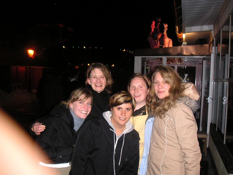 Wir 5 Mädels vor Milch Bar (Optimolwerke)