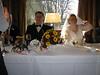 Brautpaar an Tafel