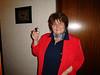 Tinis Mutter freut sich über Lindt Osterhasen