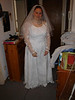 Tini trägt ihr Brautkleid probe