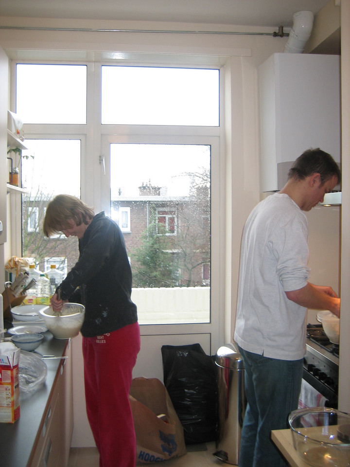 Petra and Sjoerd making oliebollen and appelflappen