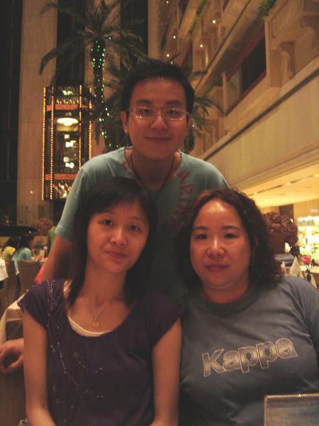 DSC05726-2 <br /> Karen, Hois and Jean