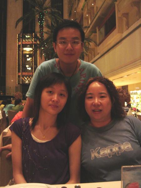 DSC05727-2 <br /> Karen, Hois and Jean