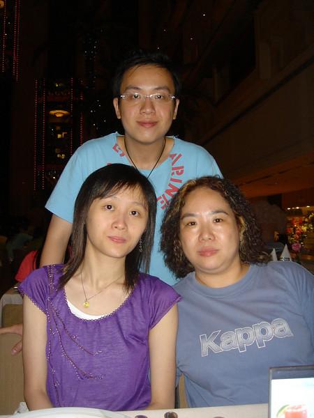DSC05728 <br /> Karen, Hois and Jean