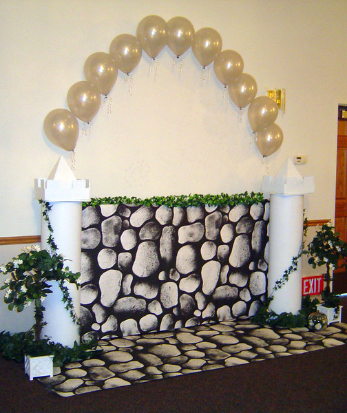 Cinderella Castle Photo Backdrop- String of Pearls Balloon Arch on White Castle Pillars.<br /> Maneeley's in South Windsor