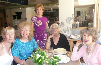 Ladies at Museum DnTn table184 0609