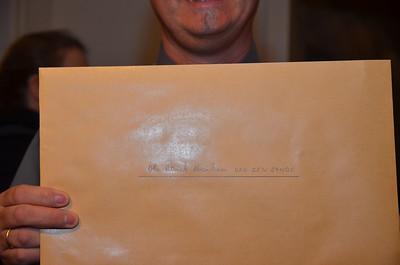 Wat kan er zoal in die enveloppe zitten die bestemd is voor Dhr. Patrick Abraham Van den Eynde?