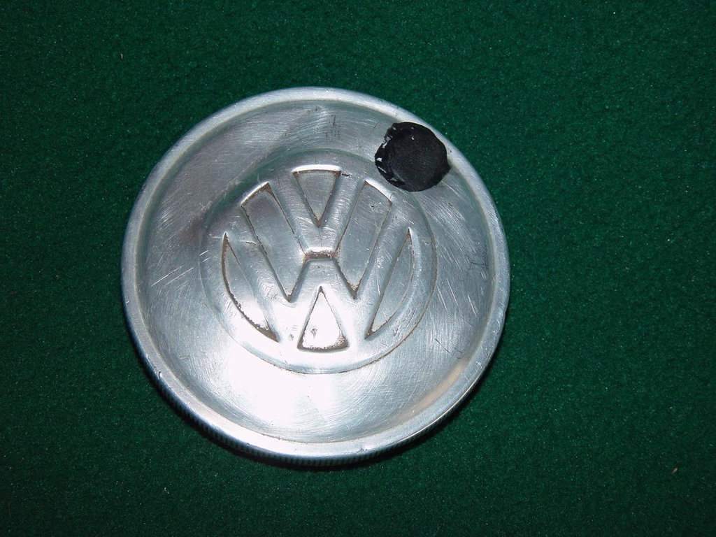 This gas cap come with the tank. Don't know what's that black thing on it.<br /> Gas tank & cap - *SOLD*