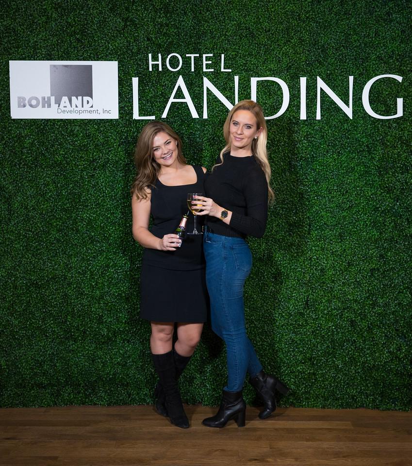 1466 - RobertEvansImagery com Hotel Landing  11-4-17  A7204414