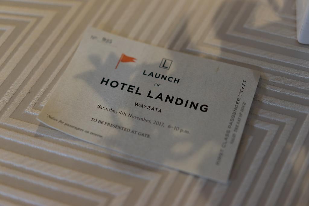 1476 - RobertEvansImagery com Hotel Landing  11-4-17  A7106423