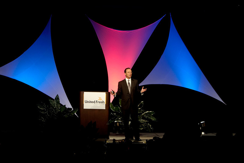 Las Vegas, NV - UFPA 2008: Steve Burd, CEO of Safeway is keynote speaker at the Opening General Session and breakfast at the United Fresh Produce Association show here today, Monday May 5, 2008. United Fresh and FreshTech were being held together for the first time in Las Vegas, NV featuring the latest in technology and marketing for Producers, Marketers and Retailers. Date: Monday May 5, 2008 Photo by © UFPA/Todd Buchanan 2008 Technical Questions: todd@toddbuchanan.com; Phone: 612-226-5154.