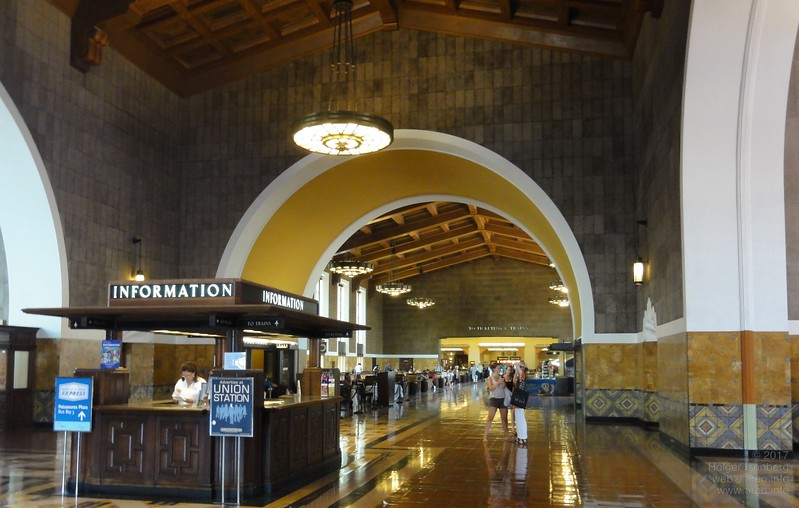 Different style and comfort than todays German central stations in Los Angeles Union Station. Of course with the much higher frequency of trains and more passengers per hour the requirements in Germany are different.