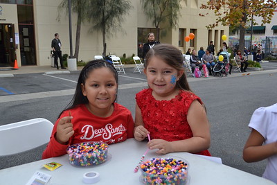 DSC_ Galilea Orozco and Kimberly Martinez enjoy crafting  1430