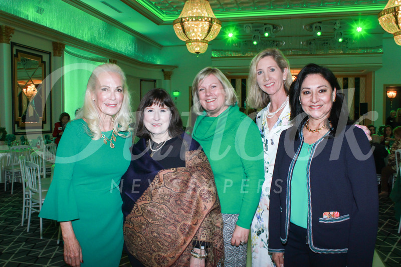 Event co-chairs Angel Throop, Kate Kenney, Jennifer Gowen and Eileen Benson with President Laura Aguirre