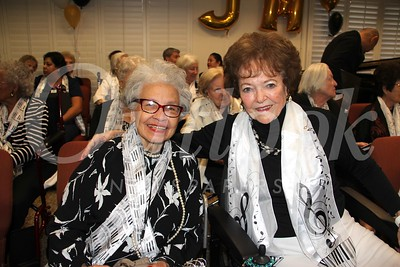 0547 Marjorie Nicholson and Margie Ferris
