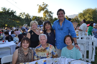 Sylvia and Jim Hollingsworth (seated, from left) and Jane Smith. Back: Leslie Ann Holliday and R-Lene Mijares de Lang and Gordon de Lang.