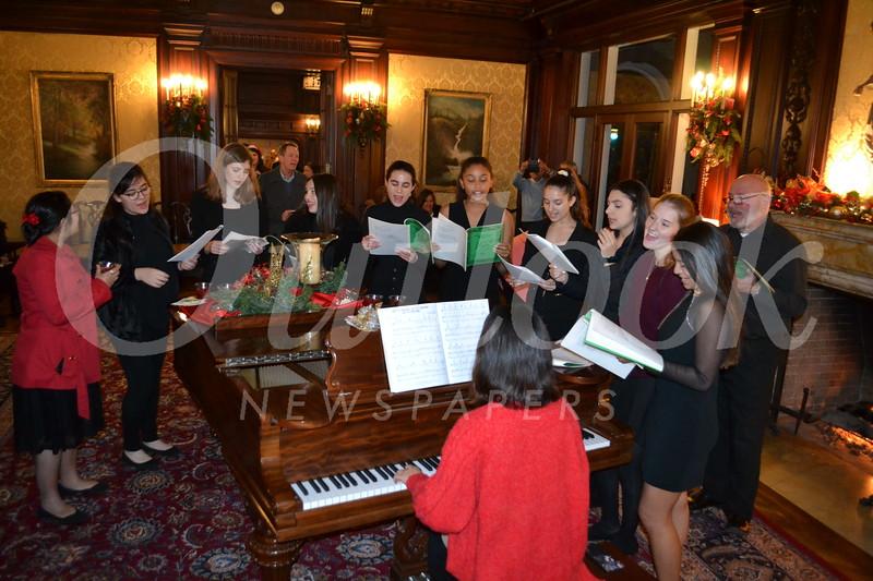 DSC_ Singing Christmas carols 0577