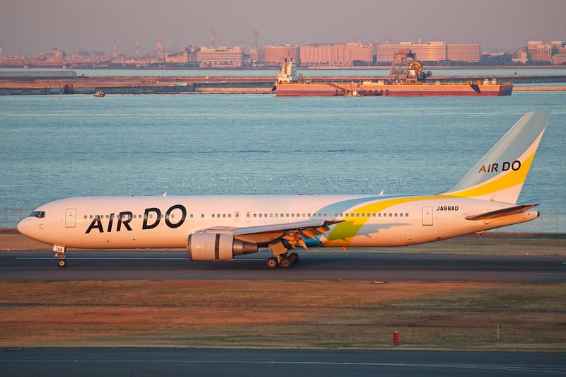 JA98AD | Boeing 767-33A/ER | Air DO
