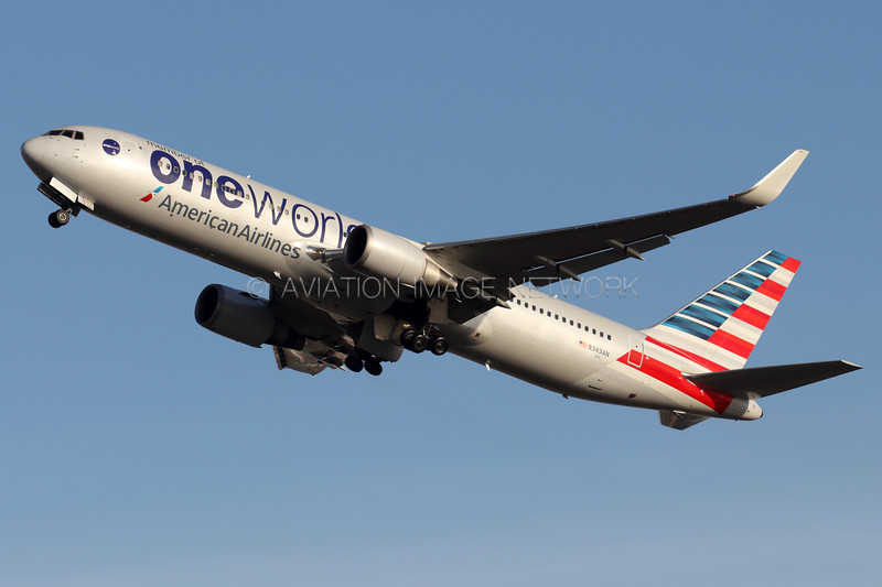 N343AN   Boeing 767-323/ER   American Airlines