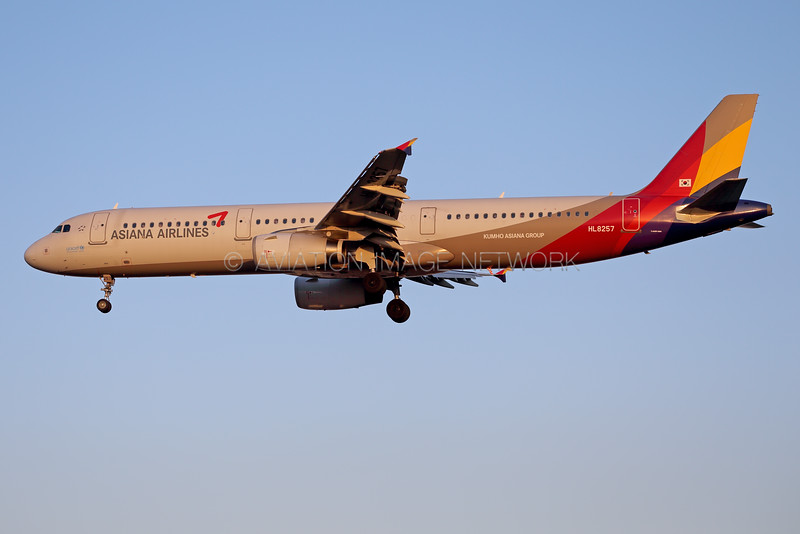 HL8257 | Airbus A321-231 | Asiana Airlines