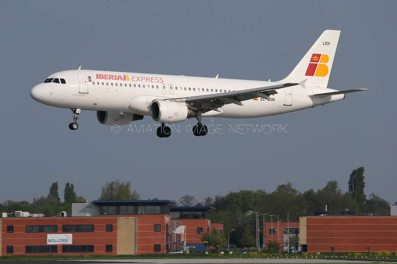 EC-LKH | Airbus A320-214 | Iberia Express
