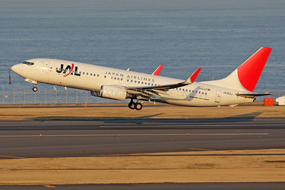 JA302J | Boeing 737-846 | JAL - Japan Airlines