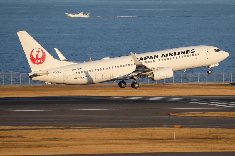 JA324J | Boeing 737-846 | JAL - Japan Airlines