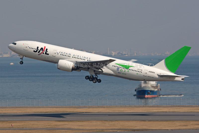 JA8984 | Boeing 777-246 | JAL - Japan Airlines