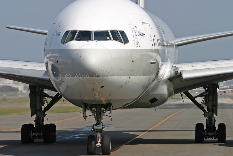 JA8981 | Boeing 777-246 | JAL - Japan Airlines