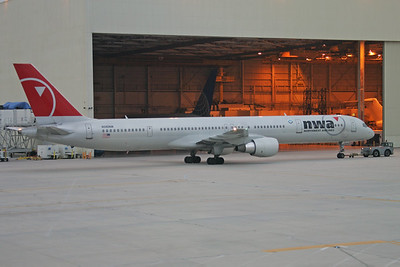 N590NW | Boeing 757-351 | Northwest Airlines