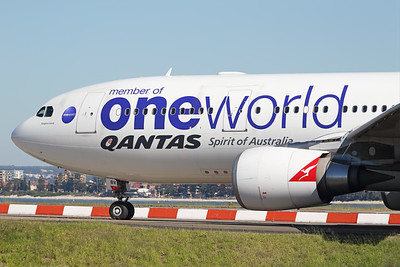 VH-EBV   Airbus A330-202   Qantas