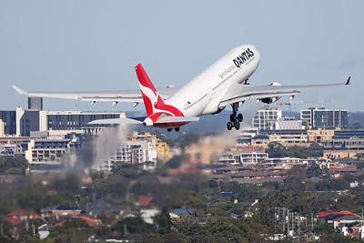 VH-EBA   Airbus A330-202   Qantas
