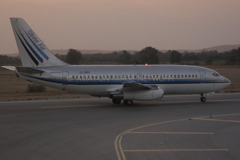 J2-SRH | Boeing 737-268 | Silver Air