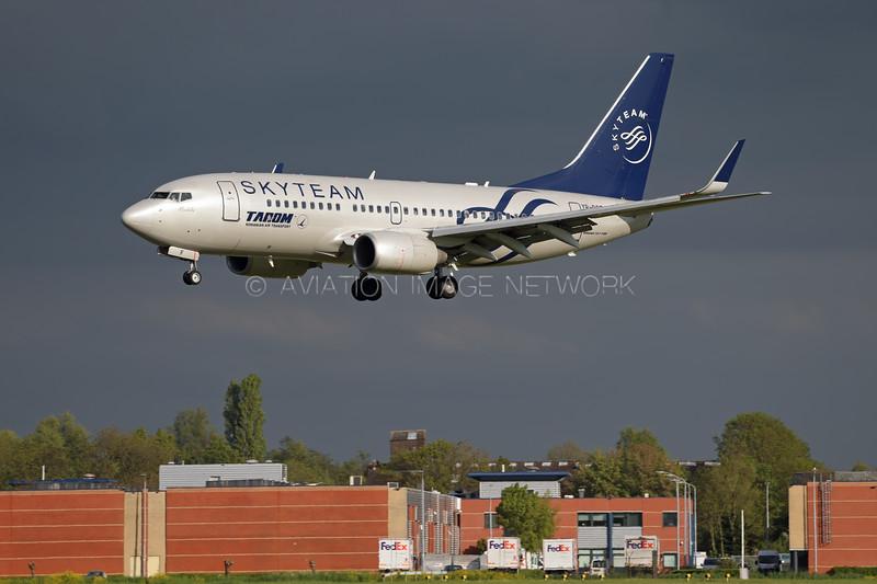 YR-BGF   Boeing 737-78J   Tarom