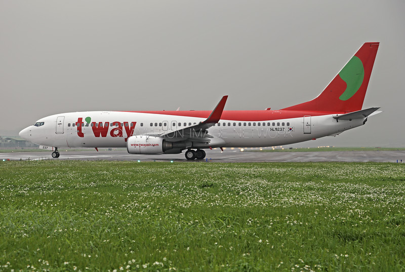 HL8237 | Boeing 737-8Q8 | T'way Air