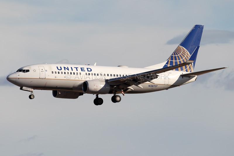 N38727 | Boeing 737-724 | United Airlines