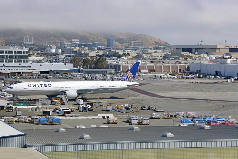 N2737U | Boeing 777-300/ER | United Airlines
