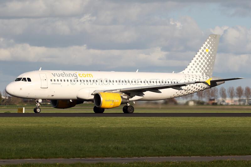 EC-KJD | Airbus A320-216 | Vueling