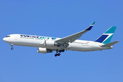 C-FOGJ   Boeing 767-338/ER   WestJet