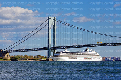 24_Oct_2016_1050_Crystal_Serenity_Arrives_In_New_York