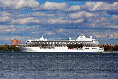 24_Oct_2016_1056_Crystal_Serenity_Arrives_In_New_York