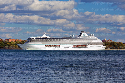 24_Oct_2016_1052_Crystal_Serenity_Arrives_In_New_York