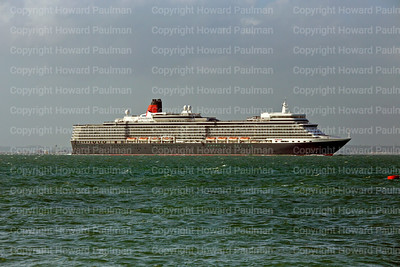 1July_2013_834_Queen_Elizabeth_Passing_West_Cowes_UK_sp