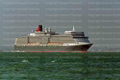 1July_2013_830_Queen_Elizabeth_Passing_West_Cowes_UK
